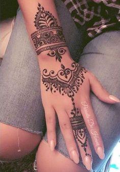 Tatuaje manos henna