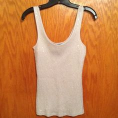☀️ EXPRESS LIGHT GRAY SEQUIN TANK Light gray front sequins tank. Made of 100% cotton. In great condition. Looks great under sweater or cardigan to wear for the holidays. Express Tops Tank Tops