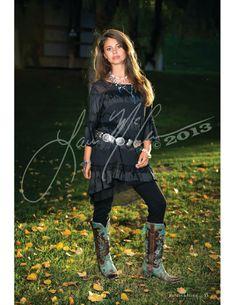 Ohh I need those boots!  Texas Rose tunic marrikanakk.com.