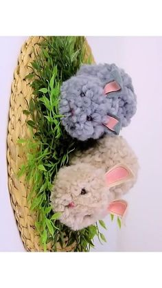 Easy Easter Gift for Kids-Bunny-Amazing DIY Crafts with Woolen Yarn - Easy Trick How to make a Easter bunny for your kids? Try this simple DIY cute bunny with woolen yarn. Nice gift and amazing Easter . Diy Crafts For Kids Easy, Diy Crafts Hacks, Diy Crafts For Gifts, Diy Home Crafts, Diy Arts And Crafts, Creative Crafts, Kids Crafts, Easter Gifts For Kids, Easter Crafts