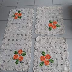 Tapete de crochê com flores: 86 fotos e como fazer essa peça charmosa Filet Crochet, Crochet Doilies, Crochet Stitches, Crochet Patterns, Loom Knitting, Diy And Crafts, Pink, Bolero, Pasta