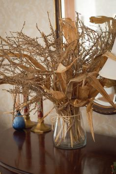 Dekoration Mais Beautiful Fall Decorations Made With Dried Corn And Corn Stalks Outdoor Christmas Decorations, Thanksgiving Decorations, Fall Decorations, Dried Corn Stalks, Corn Stalk Decor, Harvest Day, Fall Containers, Fall Wedding Bouquets, Fall Plants
