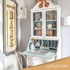 Uma inspiração que volta no tempo: tons pastéis, móveis vintage todo o charme dos anos 50 e 60 no décor.  #vinculobasic #decoracao