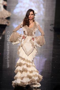 Fotografías Moda Flamenca - Simof 2014 - Aurora Gaviño 'Raiz Flamenca' Simof 2014 - Foto 15 Spanish Fashion, Spanish Style, Flamenco Dancers, Flamenco Dresses, Nice Dresses, Formal Dresses, Wedding Dresses, Costume Ethnique, Spanish Dancer