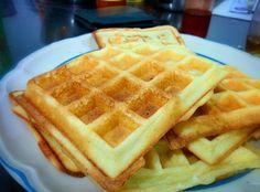 """""""Gofre (del francés Gaufre), también llamado Waffle es una especie de torta con masa crujiente parecida a una galleta tipo oblea de origen belga que se cocina entre planchas calientes"""" Esta es la d…"""