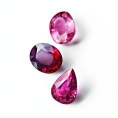 Les rubis de RenéSim http://www.vogue.fr/joaillerie/le-bijou-du-jour/diaporama/renesim-maximilian-hemmerle-site-joaillerie-en-ligne-pierres-precieuses/11360#3