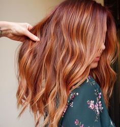 Hottest Red Hair Color Shades for Ladies in 2019 - Burckocu - Kids Snacks - Make Up Brushes - DIY Piercing - Red Hair Styles - DIY Interior Design Red Blonde Hair, Strawberry Blonde Hair, Copper Blonde Hair, Red Balayage Hair, Auburn Balayage Copper, Red Balyage, Red Copper Hair Color, Long Red Hair, Hair Color Shades