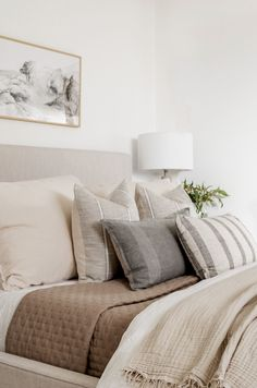 Visit here to see this bedding style look for less on Halfway Wholeistic! If you are looking for new bedding for your master bedroom, then this is the blog post for you. Get inspired by this bedding idea for your cozy white bedroom. There's nothing better than stylish bedding looks for less. Be sure to try out this bedding set for your master bedroom with neutral color combos. This really is beautiful bedding ideas master modern. #bedroom #lookforless #bedding Bedding Master Bedroom, Modern Master Bedroom, Stylish Bedroom, Cozy Bedroom, Bedroom Decor, Master Bedroom Color Ideas, White Bedroom, Home And Deco, Bed Styling