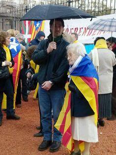 Assistent de 91 anys a la Via Catalana de Buenos Aires (Foto: Francesc Abad)
