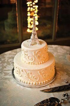 Cake by Milettelo's. As seen in Metro Detroit Weddings, Winter-Spring 2015 issue.