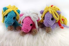 Free crochet tutorial colorful horses to play, cuddle and love! Material: crochet hook No. Crochet thread / Sewing needle, animal eyes, cotton wool Abbreviations: Lm – Air mesh fm – fixed mesh Km Crochet Fox, Crochet Easter, Crochet Teddy, Free Crochet, Crochet Leaf Patterns, Crochet Leaves, Diy Knitting Needle Case, Diy Accessoires, Single Crochet Stitch