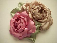 Flores de Tela Hechas a Mano/Flowers Handcrafted Fabric