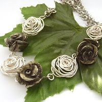 DIY Metal Jewelry Image Description From Blue Forest – How to make wire roses. Wire Wrapped Jewelry, Metal Jewelry, Beaded Jewelry, Handmade Jewelry, Handmade Wire, Jewlery, Jewelry Armoire, Handmade Silver, Earrings Handmade