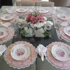 This Pin was discovered by Gua Pink Table Settings, Beautiful Table Settings, Place Settings, Table Arrangements, Flower Arrangements, Centrepieces, Deco Floral, Elegant Table, Deco Table