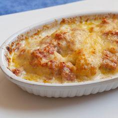 Si vous ne savez plus quoi cuisiner en semaine, testez cette recette express de gratin de chou-fleur ! Facile et rapide à réaliser, vous pouvez servir ce gratin avec une tranche de jambon braisée, des côtelettes d'agneau ou encore un bon rôti de veau.