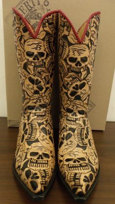 62 MUERTOS FAMOUS LIBERTY COWBOYS these are the boots I have wanted for last 5 years. Since then they have more than doubled in price!!!!! PPPPOOOOOPPPPP!