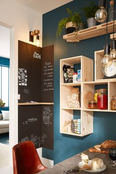 Rangement-Küche ohne Werbeplakat: astuces et idées pratiques, Modern Grey Kitchen, Grey Kitchen Designs, Interior Design Kitchen, Home Decor Kitchen, Kitchen Furniture, Diy Furniture, Furniture Stores, Inexpensive Furniture, Furniture Removal