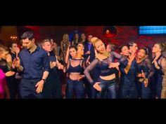 Pitch Perfect 2 | Riff Off - DSM, the Bellas, the Tonehangers, Green Bay Packers, the Treblemakers - YouTube