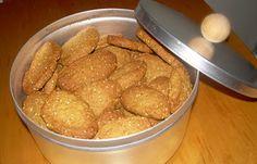 Κουλουράκια με το σουσάμι μέσα στη ζύμη! (VIDEO) - cretangastronomy.gr Snack Recipes, Snacks, Main Menu, Greek Recipes, Pretzel Bites, Cereal, Chips, Cookies, Meat