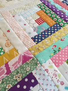 Follow This Step-by-Step Tutorial to Sew Easy Log Cabin Quilt ... : log cabin quilt block patterns free - Adamdwight.com