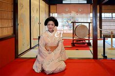Maiko Katsuna, in a traditional Japanese room. She is Karage style (maiko's casual clothes). Fusuma (Fusuma is a traditional Japanese house door) has kimono women drawn. #japan #kyoto #kimono #japanese room