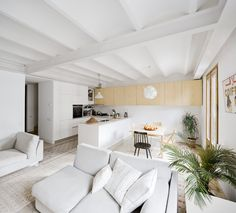 Image 7 of 19 from gallery of Apartment Refurbishment / Anna & Eugeni Bach. Photograph by Eugeni Bach