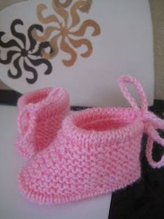 Crochet baby shoes free pattern simple New Ideas Crochet Mittens Free Pattern, Baby Knitting Patterns, Baby Patterns, Gestrickte Booties, Knitted Booties, Knitted Baby Clothes, Crochet Baby Shoes, Crochet Gifts, Knit Crochet