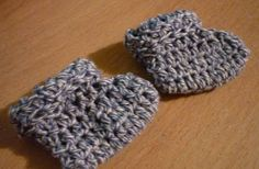 Mamma That Makes: Denim Cuff Booties use on minnion doll Baby Doll Clothes, Crochet Doll Clothes, Crochet Baby Shoes, Crochet Dolls, Preemie Crochet, Free Crochet, Bonnet Pattern, Baby Crafts, Craft Tutorials