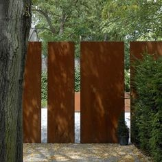 These high quality walls are made from 2mm thick Corten Steel, Corten Steel is a strong and weather-resistant material that covers itself with a protective layer of rust when it is exposed to open air. This fixed coating of rust provides protection against further corrosion. These are extremely solid walls, which can be mounted to any surface using the mounting strip along the length of the base. These Corten Steel walls have a hollow construction so you can simply add lighting etc.