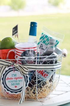 "Mothers Day ""Soda-lighted"" basket with free printable tag! Fun ""Dirty Diet Coke"" basket, perfect for Mother's Day! Cute Mothers Day Gifts, Mothers Day Crafts, Cute Gifts, Funny Gifts, Mom Gifts, Sister Gifts, Free Printable Tags, Printable Calendars, Ideas Hogar"