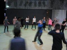 De kring imiteert de danser in het midden