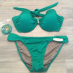 NET bandeau green Victoria's Secret bikini 34DD Brand new with tags, emerald green bandeau. Top is 34DD. Comes with straps. Bottom is a size medium. Negotiable if sold separately. Victoria's Secret Swim Bikinis
