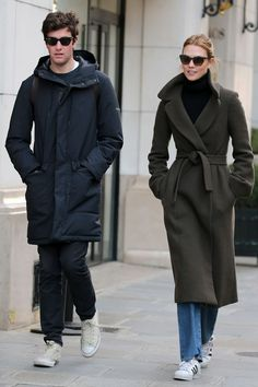 Is Karlie Kloss Jewish? - Karlie Kloss Engaged to Joshua Kushner Karlie Kloss Street Style, Winter Outfits, Cool Outfits, Street Look, Giambattista Valli, Marie Claire, Passion For Fashion, Style Icons, Models