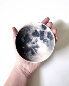 The moon in my hand ✋⚪️ #porcelain #moon #handpainted #bowl
