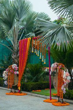 High On Romance Wedding With A Bespoke Decor & Tasteful Elegance Wedding Stage Backdrop, Wedding Entrance, Outdoor Wedding Decorations, Backdrop Decorations, Flower Decorations, Entrance Decor, Big Indian Wedding, Indian Wedding Receptions, Wedding Mandap