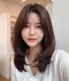 Layered Haircuts For Medium Hair, Haircuts Straight Hair, Bangs With Medium Hair, Medium Hair Cuts, Medium Hair Styles, Curly Hair Styles, Asian Short Hair, Short Hair Korea, Korean Medium Hair