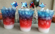 Cute for Memorial Day of of July! Fill glass with ice, layer highest sugar content on bottom. White is Sobe Pina Colada, Red is Gatorade Fruit Punch, Blue is Blueberry Pomegranate. Fourth Of July Drinks, 4th Of July Party, July 4th, Holiday Treats, Holiday Fun, Holiday Recipes, Holiday Foods, Holiday Decor, Blue Curacao