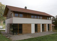 Ansicht Süd - modernes Bauernhaus in ländlicher Umgebung (Niederbayern)