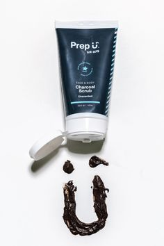 Prep U's Charcoal Scrub detoxifies and gently exfoliates skin with apricot kernels. Activated charcoal, bentonite clay and black walnut powder work together to remove toxins while retaining moisture and a healthy glow. Made with all-natural ingredients, our scrub keeps skin clean and fresh without the harmful chemicals that overdry skin. Bergamot Essential Oil, Frankincense Essential Oil, Essential Oil Scents, Eucalyptus Essential Oil, Natural Essential Oils, Charcoal Deodorant, Charcoal Face Scrub, How To Exfoliate Skin, Bentonite Clay