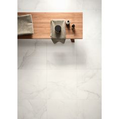 Gorgeous marble look floor - Calacatta White Italian Porcelain Roomset