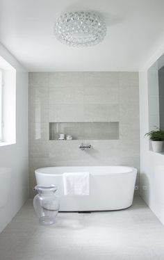 Are you looking for some minimalist bathroom ideas? Here we have several pictures of minimalist bathroom decor ideas you try. No matter how big or small your bathroom is, decorating this room… Continue Reading → Minimalist Bathroom Inspiration, Minimalist Home Decor, Minimalist Design, Famous Interior Designers, Luxury Interior Design, Interior Modern, Modern Shower, Modern Bathroom, Bathroom Ideas