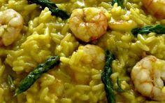 Riso al curry con gamberetti e asparagi