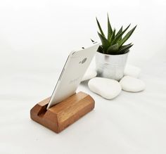 Gear-for-phone-wooden-stand-iphone