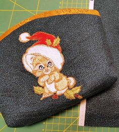 Small bag with adorable kitten embroidery design #Christmas #kitty #embroidery #santahat #SantaClaus #embroideredbag #design #cute Embroideres