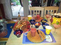 Einladung von meinem Mann zum Brunch zu Hause ... dazu gab´s Rotkäppchen im Mix mit frischen Erdbeeren/Zitronenmelisse (seeeeehr lecker!)