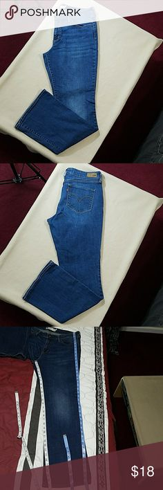 LEVI'S classic rise bootcut cut jeans LEVI'S classic rise bootcut jeans.  In good condition.  Length is about 40 inches.  Inseam is about 31 inches.  Waist is about 32 inches. Levi's Jeans Boot Cut