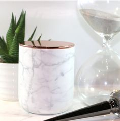 marble + rose gold candle - DIY it. Rose Gold Candle, Marble Candle, Home Design, Layout Design, Rose Gold Rooms, Copper And Marble, Candle Packaging, Fashion Room, My New Room