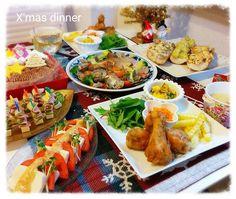 """""""12/23 今日の晩ご飯は#クリスマスディナー です♬ * *水切り豆腐とトマトのカプレーゼ(味噌ドレかけ) *ピンチョス(ベビーチーズ&ハム&きゅうり) *鯛とアサリのアクアパッツァ *タルティーヌ3種 *フライドチキン&ポテト *かぼちゃ、ミックスビーンズ、レーズンのヨーグルトサラダ *キャロットラペ…"""""""