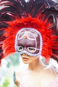 Roter Feder-Haarschmuck
