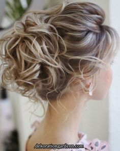 Hairstyles For Round Faces Best Formal Hairstyles to Copy in 2019 15 Best Formal Hairstyles to . For Round Faces Best Formal Hairstyles to Copy in 2019 15 Best Formal Hairstyles to . Curly Hair Styles, Medium Hair Styles, Natural Hair Styles, Hair Medium, Bridal Hair Updo, Wedding Hair And Makeup, Bridesmaid Hair Updo Messy, Bridesmaid Hairstyles, Formal Hairstyles
